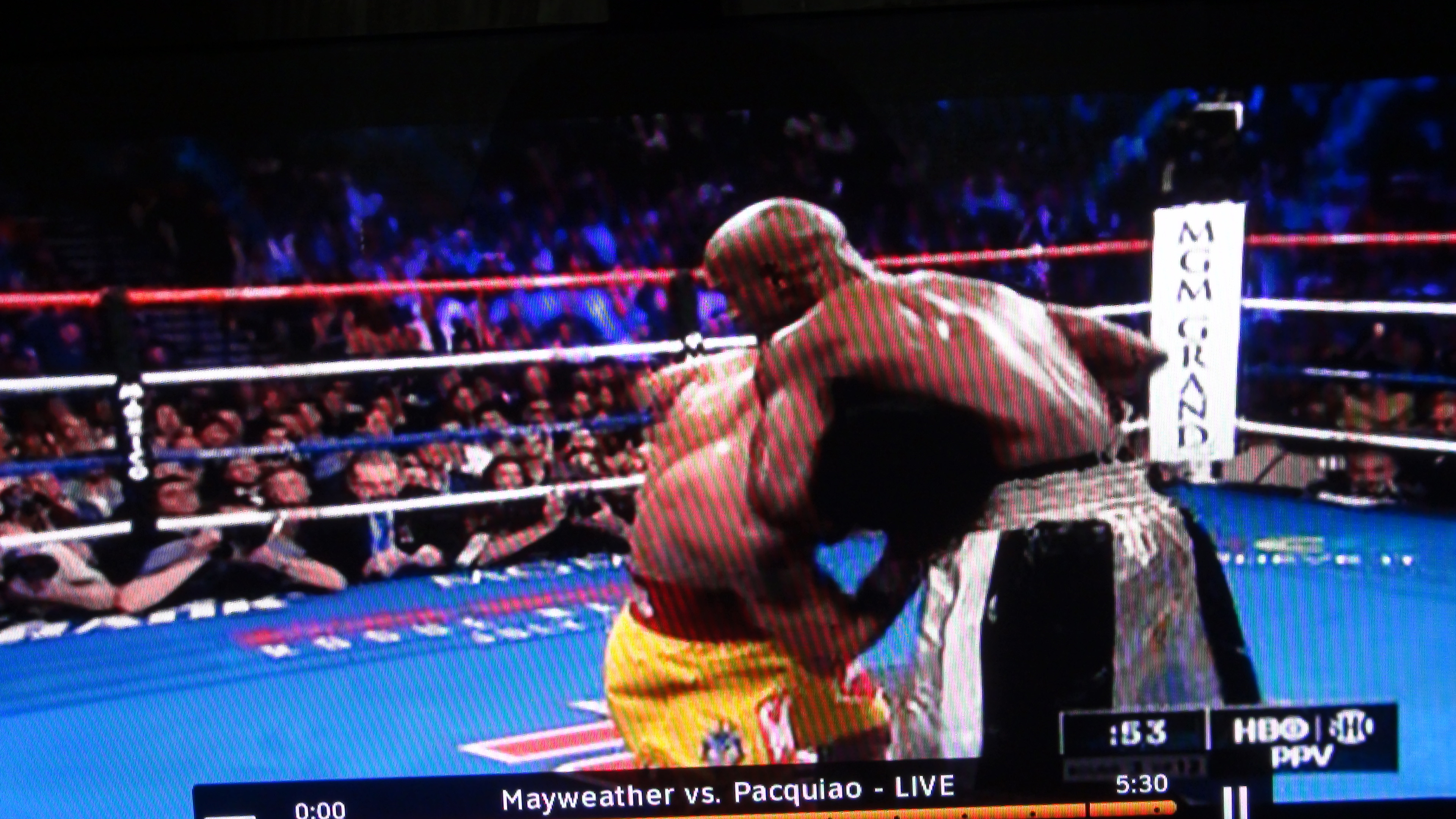 Floyd Mayweather's run and hug strategy may have won him the fight in technical terms, but made him the loser in the eyes of people watching.